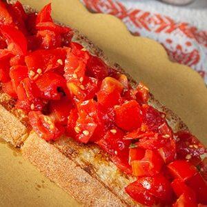 Bruschetta Mediterranea con pomodorini basilico e olio extra vergine integrale Redoro