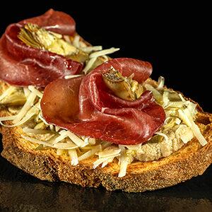 Bruschetta Carciofella con bresaola e carciofi Redoro