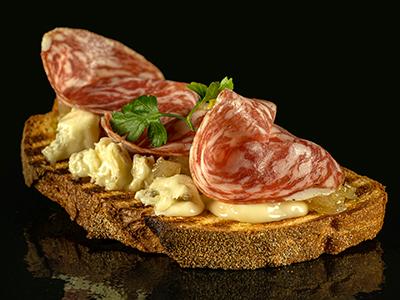 Bruschetta Veneta con Soppressa e Gorgonzola