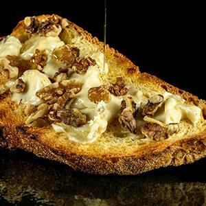 Bruschetta con Gorgonzola noci e miele